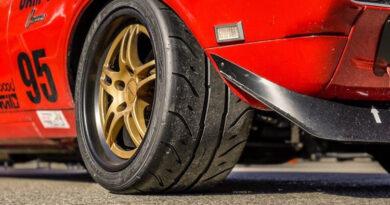 Falken Azenis RT660 close up front tire tread - Rich Langi